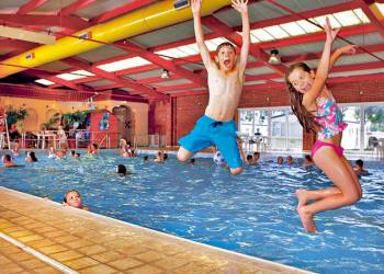 Dymchurch holidays parks find holiday parks in dymchurch - Campsites in kent with swimming pool ...